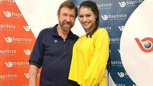 Kulcsár Edina lefényképezkedett Chuck Norrisszal is