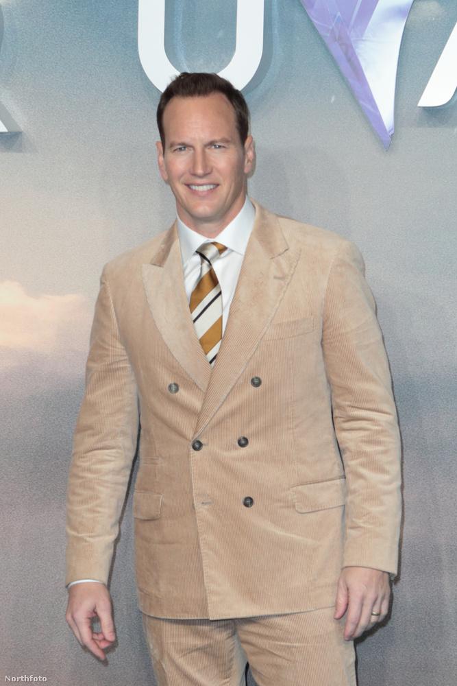 Az Aquamanben szerepel Patrick Wilson is, ő bézsszínű és baromi puhának tűnő öltönyben volt aznap.