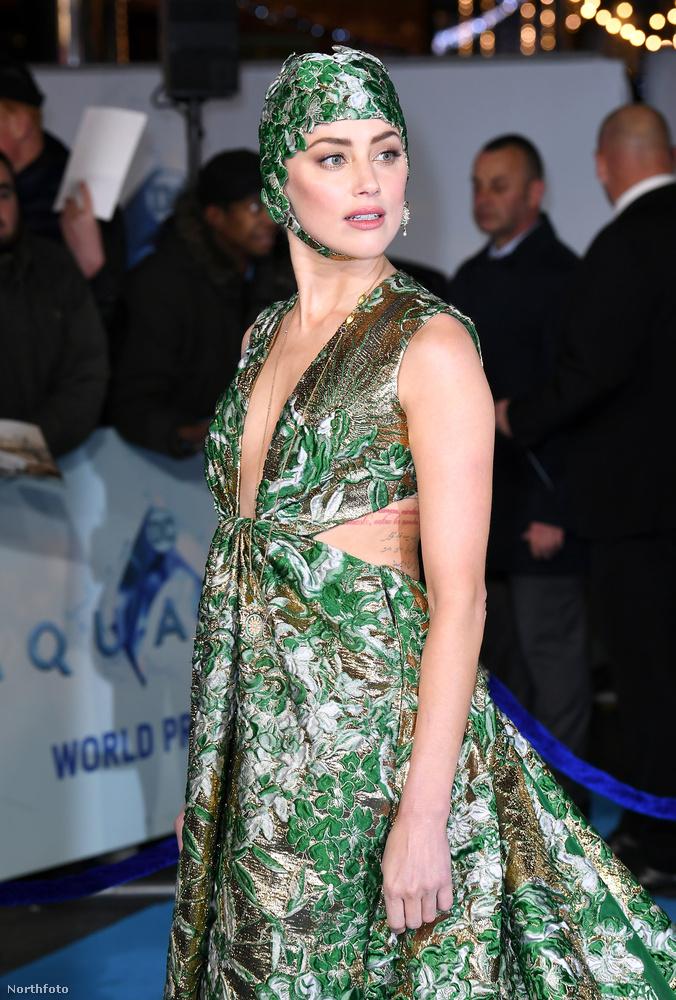 A film legnagyobb női sztárja szintén belecsempészte a vizes tematikát a szettjébe, és most nem a zöld mintára gondolunk természetesen.