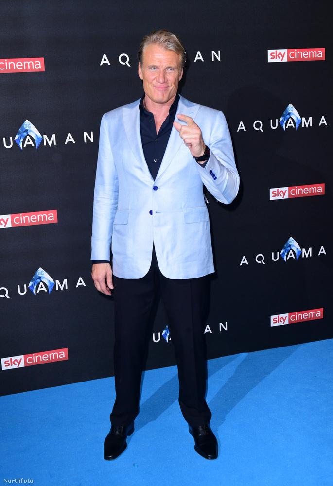 Dolph Lundgrent tartottuk meg utolsó képnek, és még egy linkünk is van: itt nézheti meg az Aquaman tavalyi forgatásán készült képek javát, a főszerepben Jason Momoával.