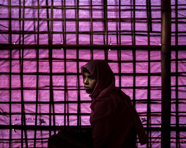 Shafika Begum (15 éves) valószínűleg az egyetlen túlélő a családjából. Shafika elmondta, látta, ahogyan a katonák lelövik az apját és négy bátyját, majd ezek után őt, az édesanyját és a 11 éves húgát egy kunyhóba rángatták. A kistestvére torkát a szeme láttára vágták el, Shafikát pedig leütötték. Mire magához tért, az anyja és a húga is halottak voltak, az ő ruhája pedig lángolt, de sikerült kimenekülnie az épületből.