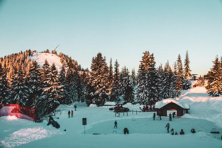 A vancouveri Grouse Mountain csúcsán található tó telente a korcsolyázók célpontjává válik
