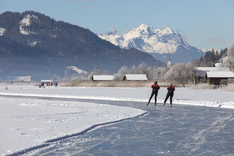Európa egyik legmagasabban fekvő fürdőtavát, a Weissensee-t nyáron az úszni vágyok, télen pedig a korcsolyázók célozzák meg