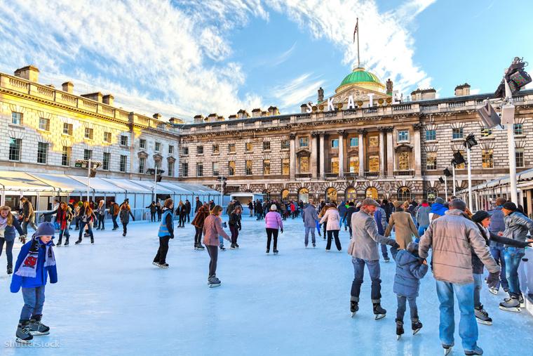 London legnépszerűbb korcsolyázó célpontja a Sommerset House előtt található jégpálya