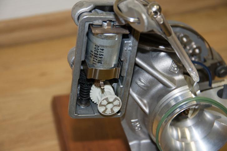 A működtető elektromotor