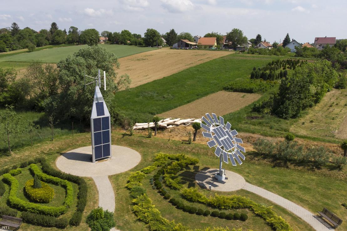 Hibrid erőmű és napraforgó alakú, napkövető rendszerrel ellátott napelem telep a Zala megyei Nagypáliban 2018. május 9-én.