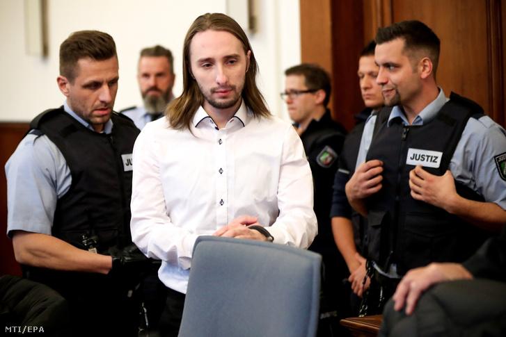 Sergej W. német-orosz kettős állampolgár, a Borussia Dortmund (BVB) labdarúgócsapat elleni merénylet elkövetője a dortmundi kerületi bíróságon 2018. november 27-én