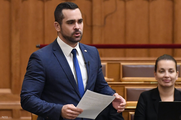 Pintér Tamás, a Jobbik képviselője napirend előtt szólal fel az Országgyűlés plenáris ülésén 2018. november 27-én
