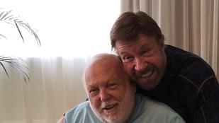 Egyem meg, hogy bújik egymáshoz Andy Vajna és Chuck Norris!