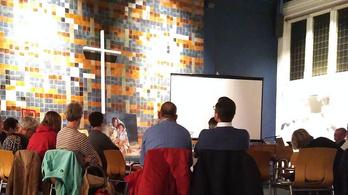 Hollandiában non-stop imával védik a templomba fogadott menekült családot