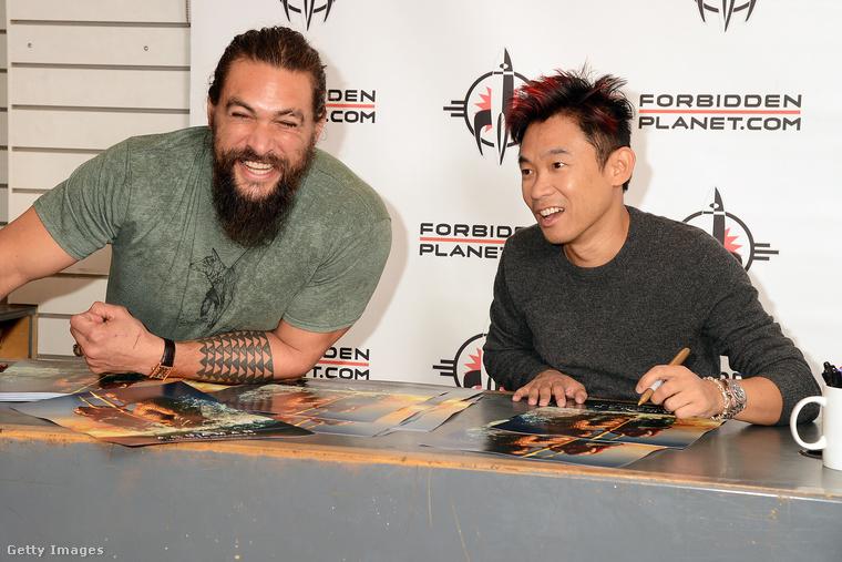 Az viszont már sokkal érdekesebb, amikor a rajongóival kerül ilyen közvetlen kapcsolatba, ahogy ezt tette is november 27-én az Aquaman című film dedikálásán, Londonban