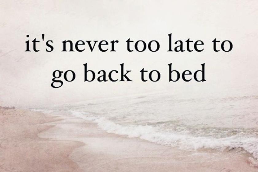 Sosem késő visszabújni az ágyba.