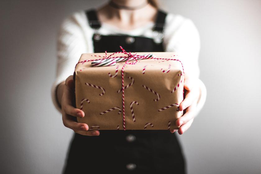 ajándék csomagolás papír