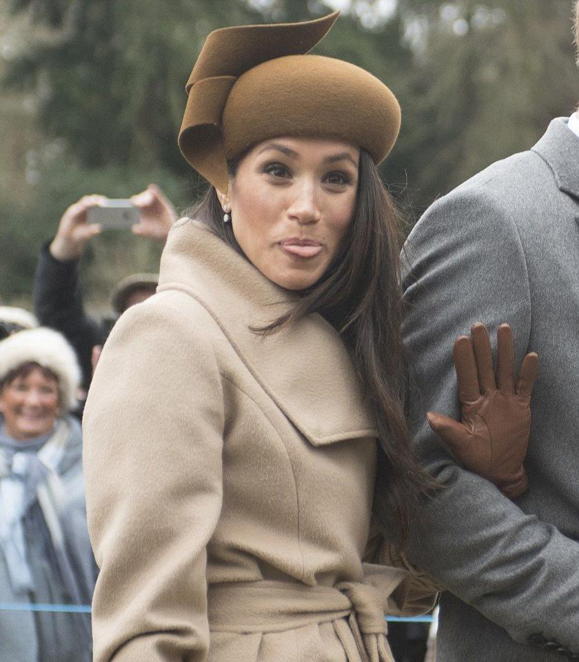 Meghan ilyen vicces arcot vágott a kamerának - hát igen, még szoknia kell, hogy az uralkodói család tagjaként nem tehetne ilyet.