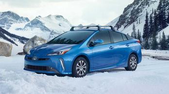 Toyota újdonságok: Corolla hibrid és 4x4-es Prius