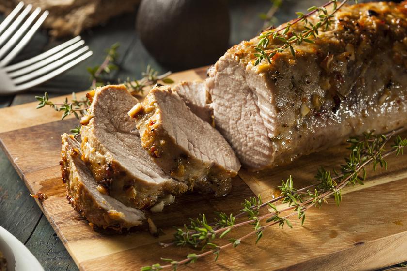 Egészben sült, fokhagymás szűzpecsenye: így lesz omlós és szaftos a hús