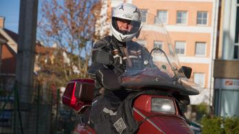 Motoros ruházat: Shox, IXS, Forcefield, Nitro, Lidl – cuccok vegyesen, egy emberen