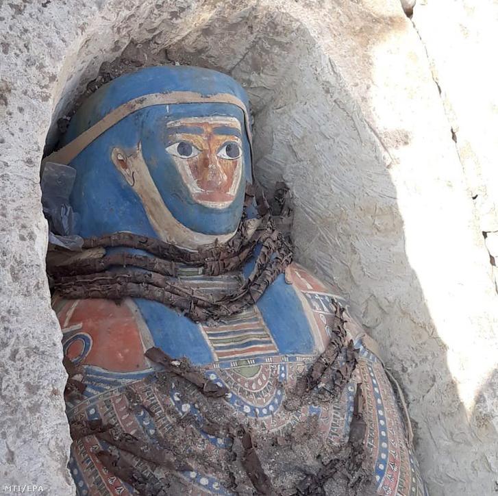 Az egyik újonnan feltárt szarkofág a kairótól mintegy 40 kilométerre délre fekvő Dahsúrban.