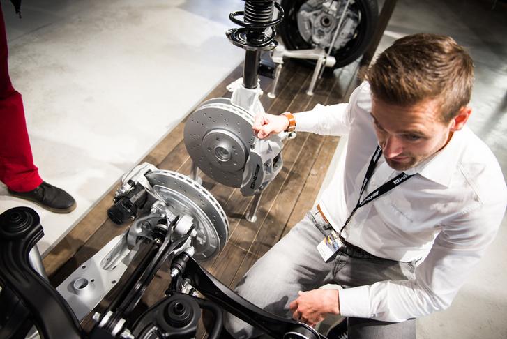 René Szczepek mérnök nem árulja el, mit csináltak a torque steer ellen, de elektronika is van benne