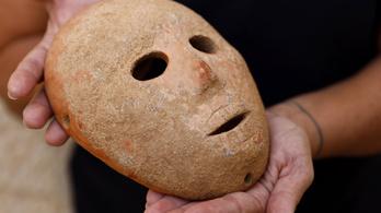 Újabb kilencezer éves kőmaszkot találtak a régészek
