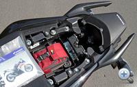 Egy kis fényképezőgép épphogy befér, ha kivesszük a használati útmutatót