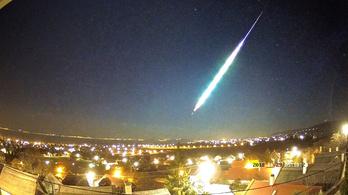 Irgalmatlan tűzgömböt fotóztak a webkamerák