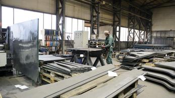 Kormány: 150-200 ezren hiányoznak a munkaerőpiacról