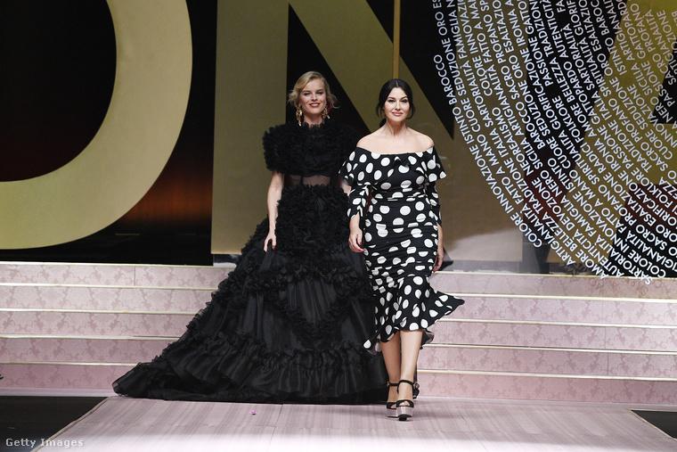 A szeptemberi Dolce & Gabbana-bemutatón különösen sokan jelentek meg ebből a generációból, többek között Eva Herzigová és Monica Bellucci is