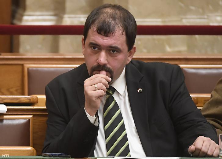 Szávay István jobbikos képviselő az Országgyűlés plenáris ülésén 2018. november 28-án