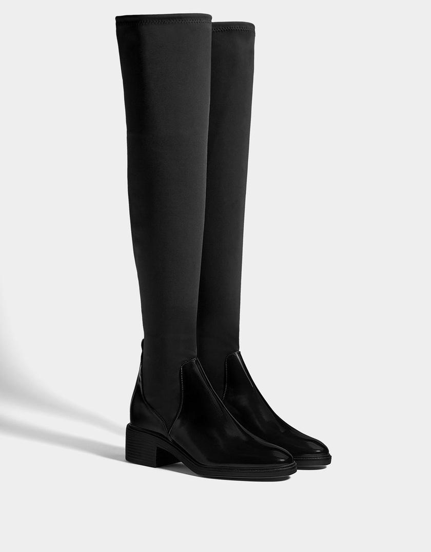 A Bershka elegáns, nőies, fekete csizmája a kifinomultabb szettekhez és a szoknyákhoz, ruhákhoz is remekül passzol. 14 995 forintért szerezheted be.