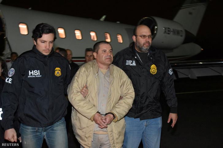 Joaquín Guzmán megérkezik a Long Island MacArthur reptérre, New Yorkban 2017. január 19-én