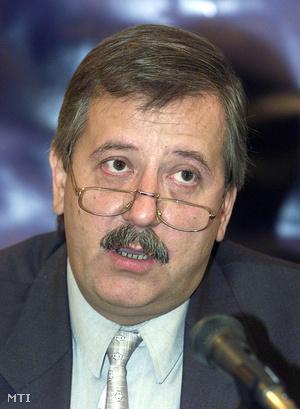 Liszkay Gábor, a Magyar Nemzet főszerkesztője 2001. október 3-án egy konferencián