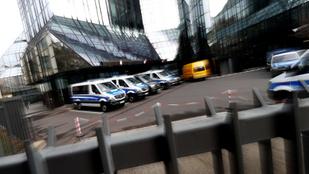Rendőrök szállták meg a Deutsche Bank központját
