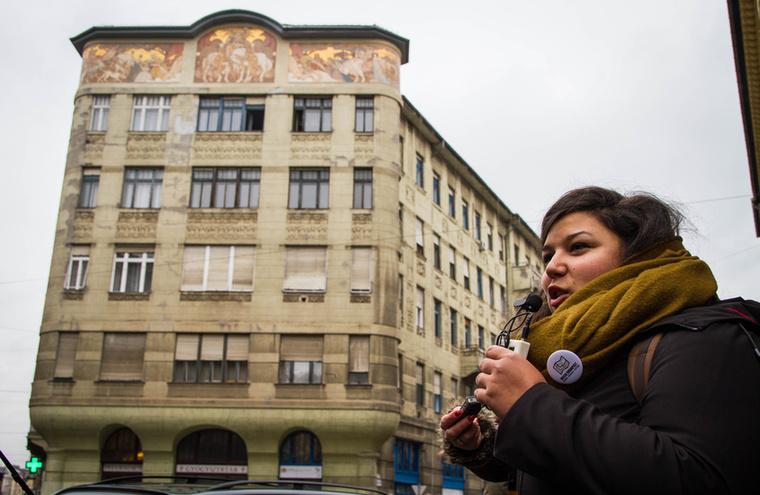 Az épület egykor sörgyárként működött, amiről ma a homlokzat sörfőzést ábrázoló mozaikja tanúskodik