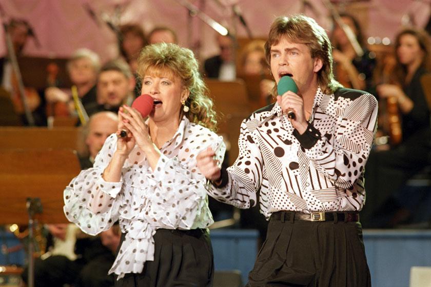 Papp Rita és Bodnár Attila közönségdíjasok a Táncdalfesztivál 1994-es döntőjében.