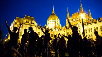 Visszakoznak kicsit az ünnepnapi tüntetések betiltásánál