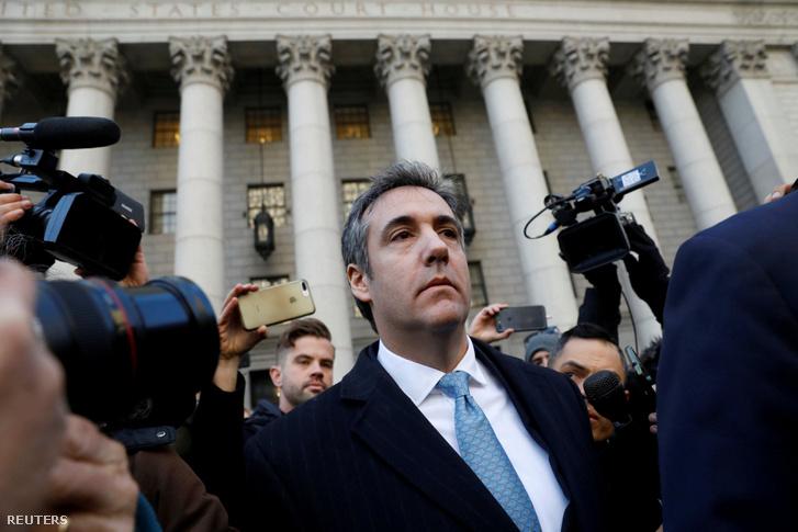 Michael Cohen elhagyja a szövetségi bíróság épületét New Yorkban 2018. november 29-én.