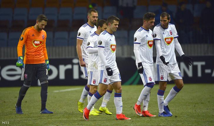 Kovácsik Ádám, Juhász Roland, Huszti Szabolcs, Armin Hodzic, Anel Hadzic és Giorgi Scepovic (b-j) a Vidi FC labdarúgócsapatának játékosai miután 2-0-ra kikaptak a labdarúgó Európa-liga L csoportjában BATE Boriszov ellen játszott mérkőzésen Minszkben 2018. november 29-én.