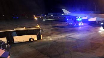 Merkel G20-ra tartó gépének meg kellett szakítania az útját