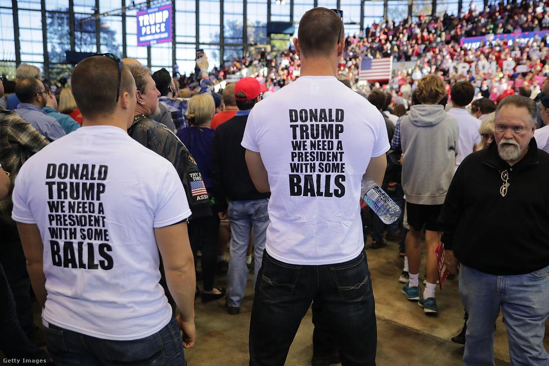 Trump támogatók Észak-Karolinában 2016. november 7-én