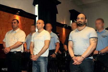 Raffael Sándor, Németh Győző, és Sztojka Iván vádlottak hallgatják az ítélethirdetést a Veszprém Megyei Bíróság tárgyalótermében (Fotó: Nagy Lajos)