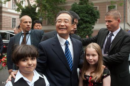 A hivatalos magyarországi látogatáson tartózkodó Ven Csia-pao kínai miniszterelnök (Fotó: Koszticsák Szilárd)