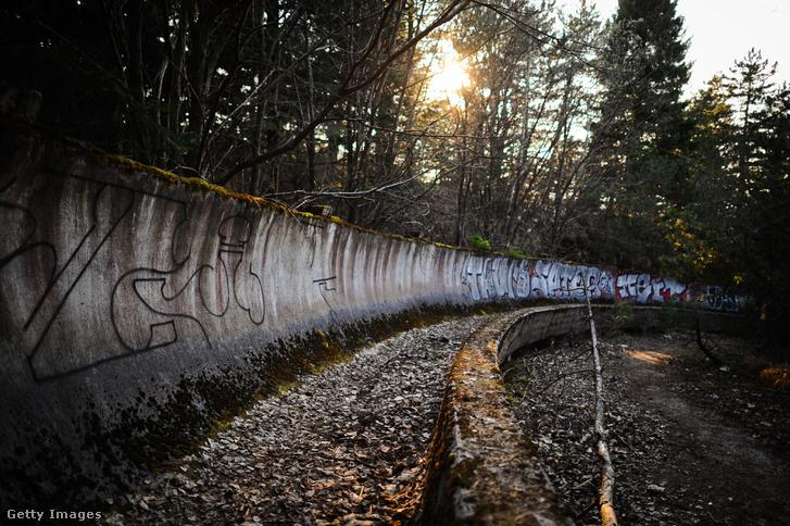 Szánkópálya az 1984-es téli olimpia egyik helyszínén, a Szarajevó közelében fekvő Trebevic-hegyen