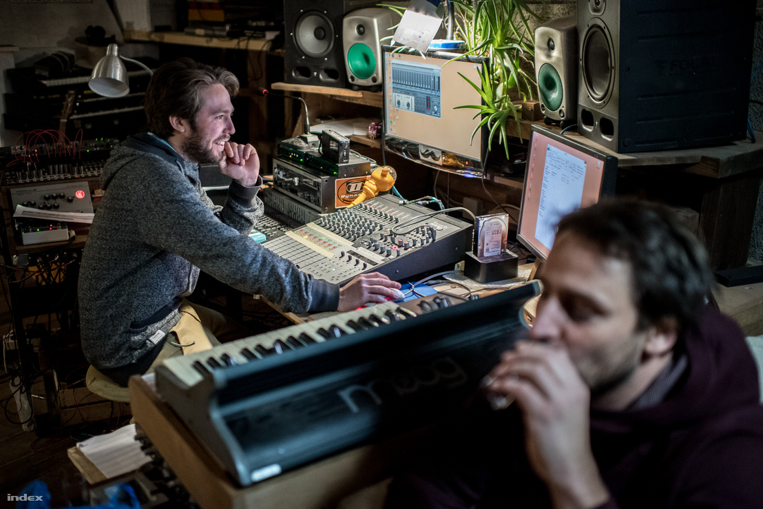Kálmán András és Reisz Gábor a stúdióban