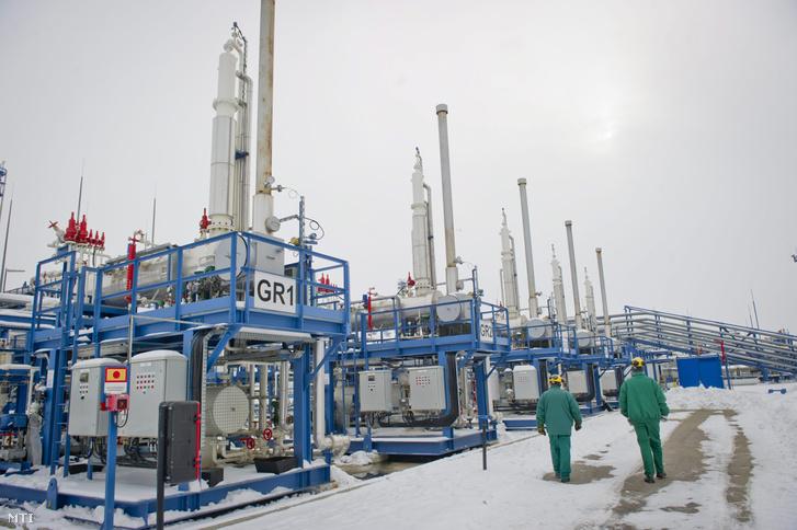 Glikolregeneráló berendezések Algyõn az MMBF Földgáztároló Zrt. szõregi biztonsági gáztározójában.