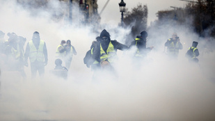 Könnygázt vetettek be a párizsi tüntetők ellen
