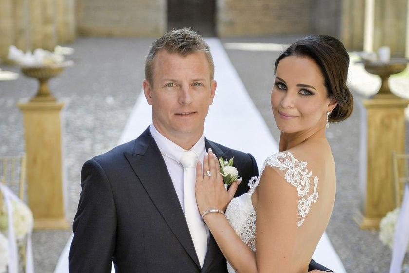 Kimi Räikkönen és Minttu 2016-os esküvői fotója. Nagyon szépek együtt.
