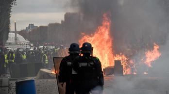 Legalább 122 tüntetőt tartóztattak le Párizsban, 30 ezren tüntettek az országban