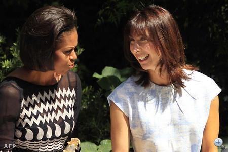 Samantha Cameron Michelle Obamával főz. (2011. május 25.)