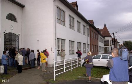 A jászladányi önkormányzati és alapítványi iskola